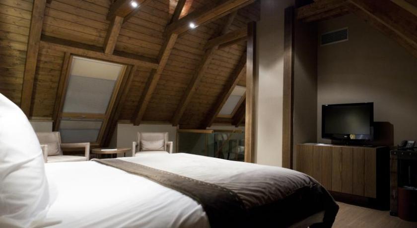 Hotel Val De Neu-10644269