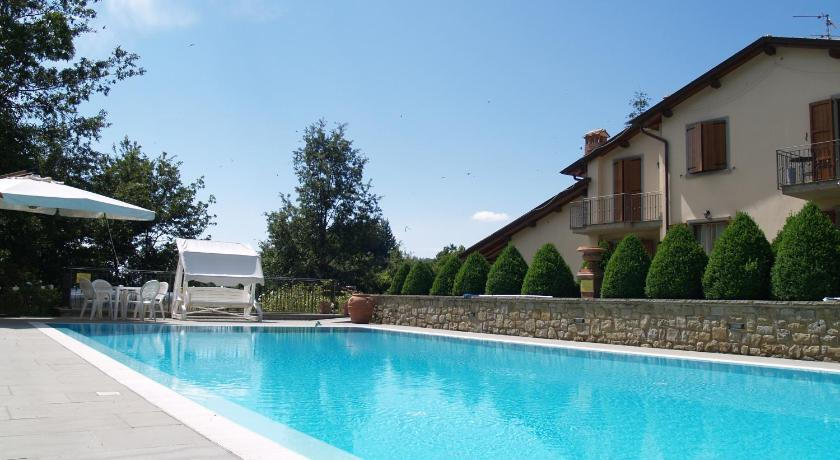 Swimming pool Residence Il Borgo Caiano