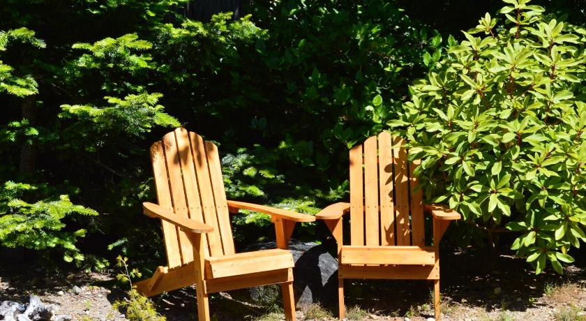 Easy on the Edge B&B 978 Peninsula Rd Ucluelet