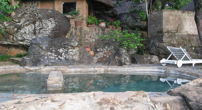 Swimming pool Lakeview Chalets & Chikanka Island