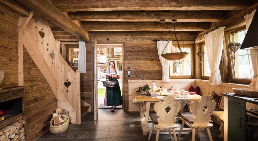 gletscher chalet stubai book online bed breakfast europe. Black Bedroom Furniture Sets. Home Design Ideas