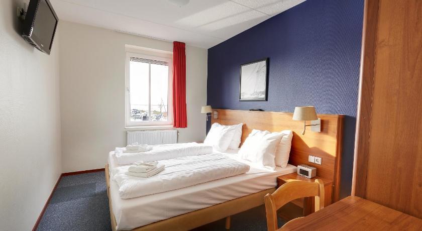 Center Parcs De Eemhof Waterfront Suite.Center Parcs De Eemhof Marina Slingerweg 1 Bunschoten