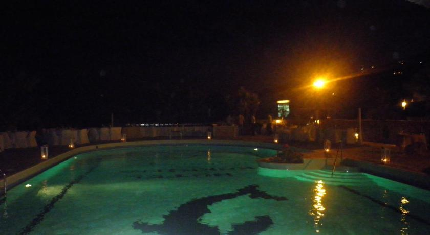 Swimming pool Hotel kokkina beach