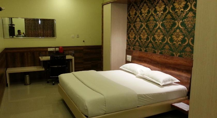 Deluxe Double Room Hotel Amuthappas