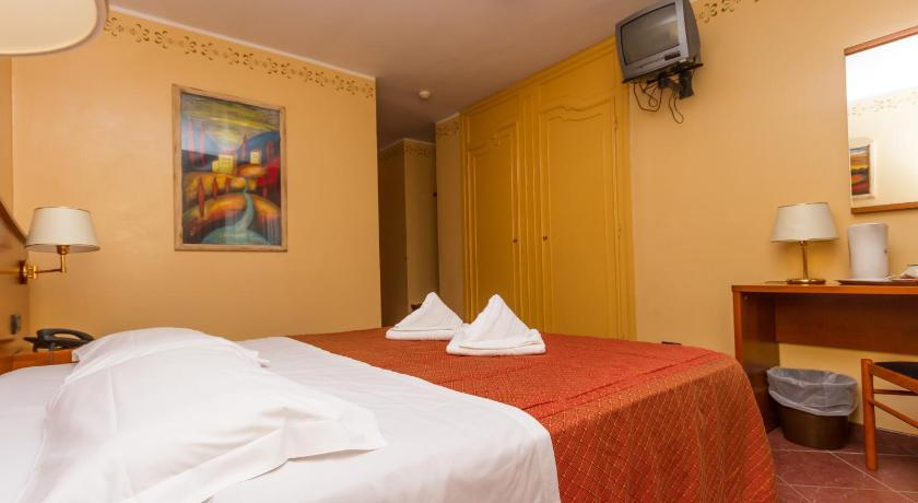 Double or Twin Room - Guestroom Relais Des Alpes
