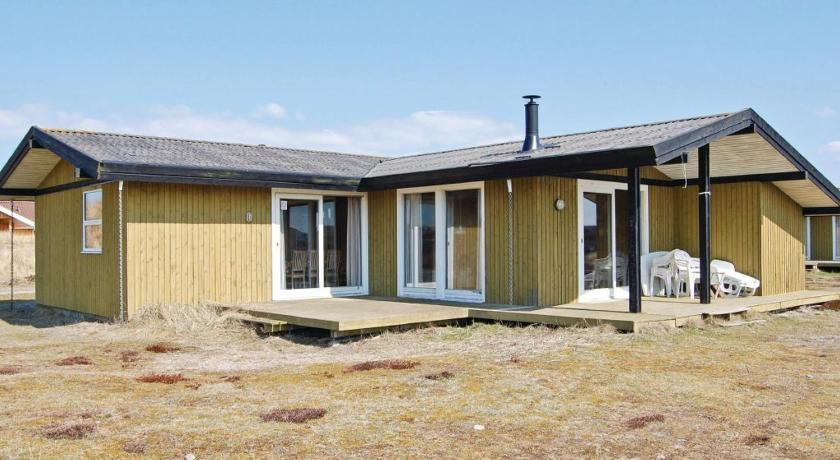 Four-Bedroom Holiday home Hvide Sande with a Fireplace 03