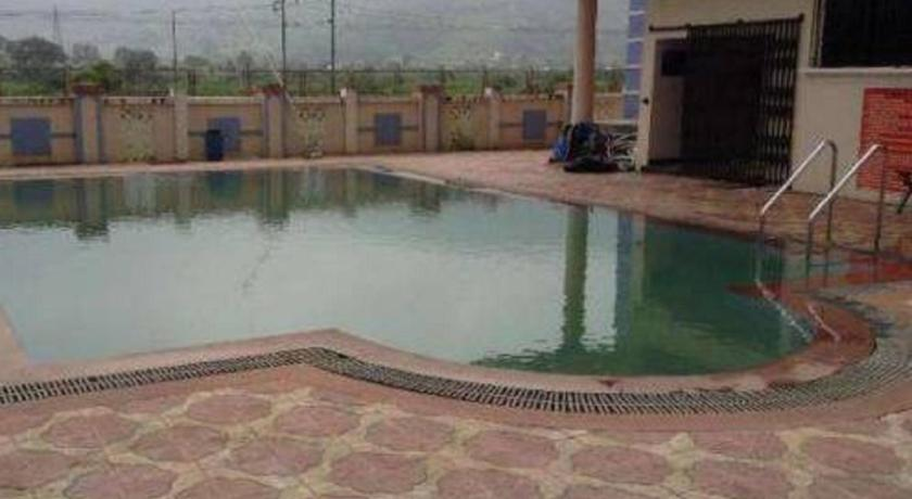 Swimming pool Holiday Home In Lonavla