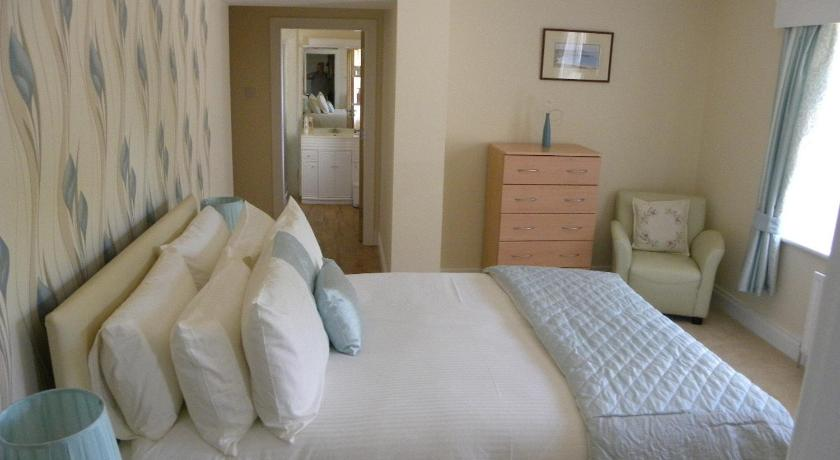 Double Room with Private Bathroom - Guestroom Toberdornan House
