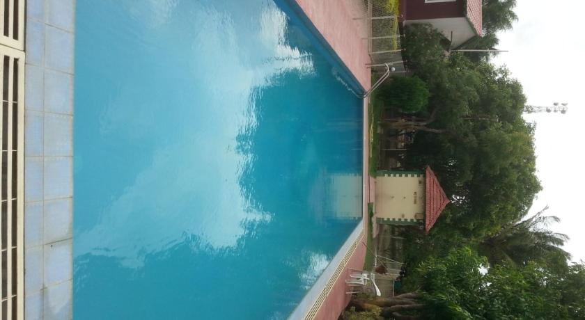 Swimming pool Naturals Resort Devlali
