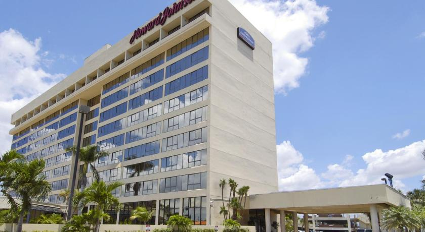 Best Price on Howard Johnson Plaza Hotel Miami Airport in Miami