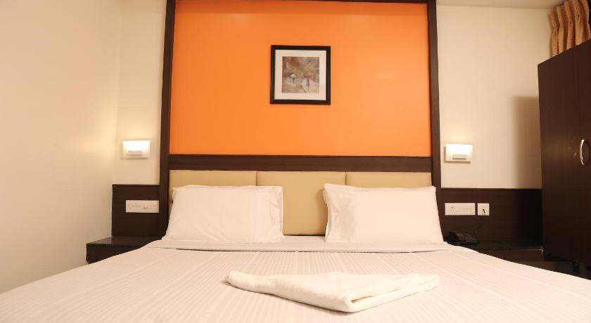 Budget Single Room - Bed Hotel Sabarees Residency
