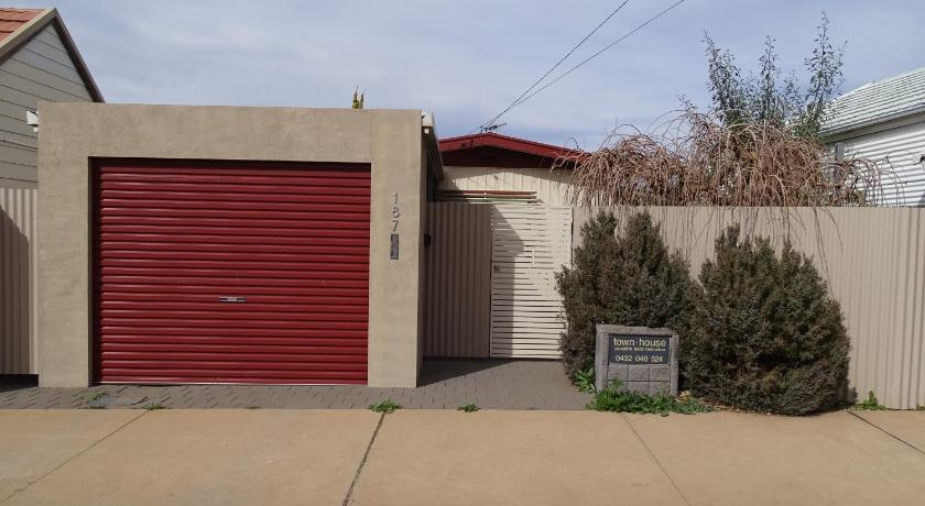 See all 16 photos Townhouse 1 Broken Hill