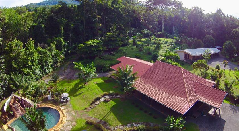 Uvita Hostel Resort