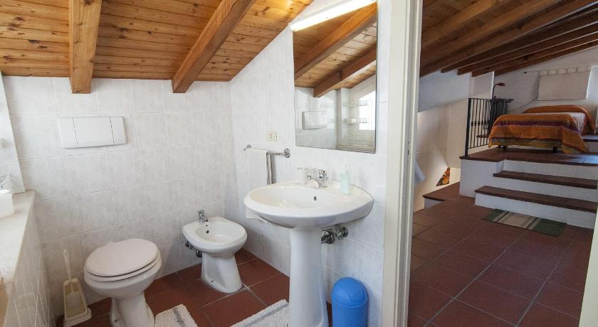 Twin Room with Private Bathroom Donna Lina