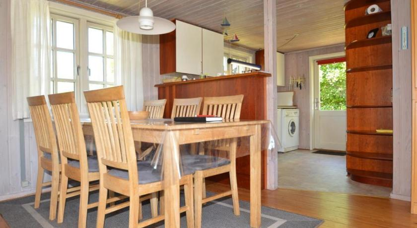 Holiday home Brynet Henne Strand