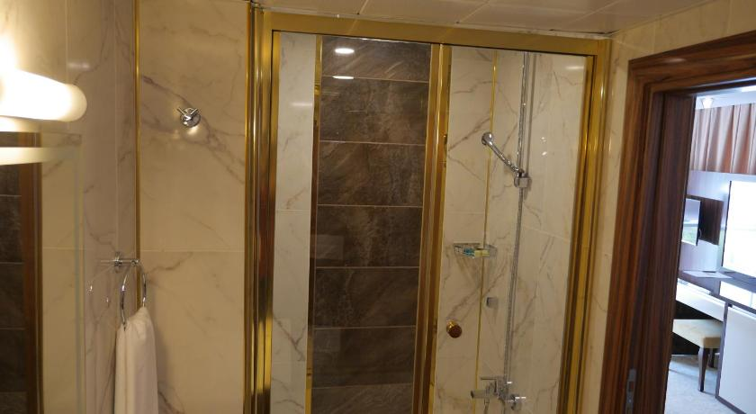Large Double Room - Shower Armin Hotel