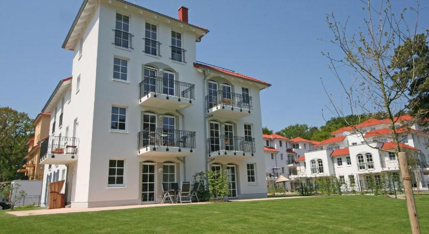 Two-Bedroom Apartment with Terrace - Entrance Haus Meeresblick - Ferienwohnung Dünenblick mit Terrasse