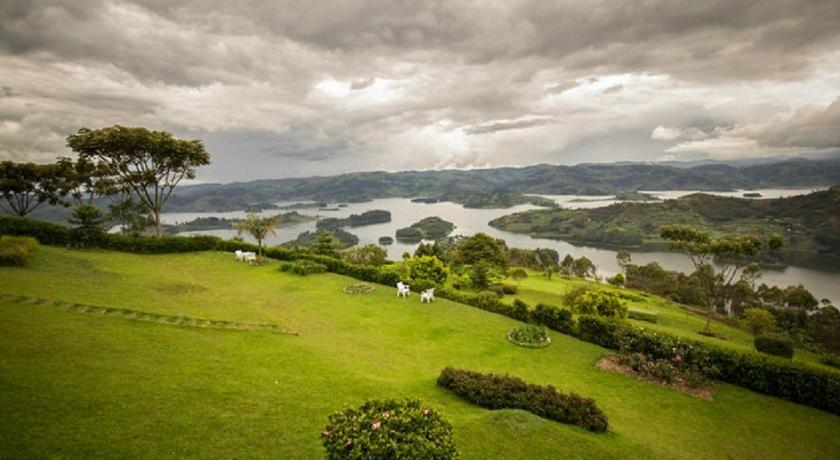 Triple Room with Lake View Arcadia Cottage Lake Bunyonyi