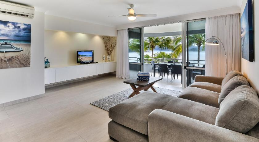 Three-Bedroom Apartment with Sea View Frangipani 104