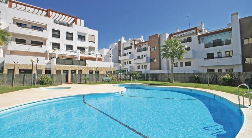 Two-Bedroom Apartment La Cala de Mijas with an Outdoor Swimming Pool 09