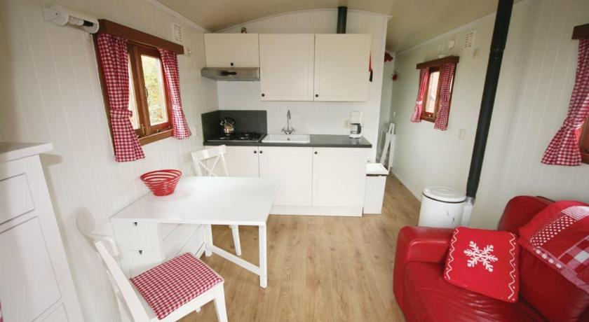 Two-Bedroom Holiday home Nieuwland 0 09