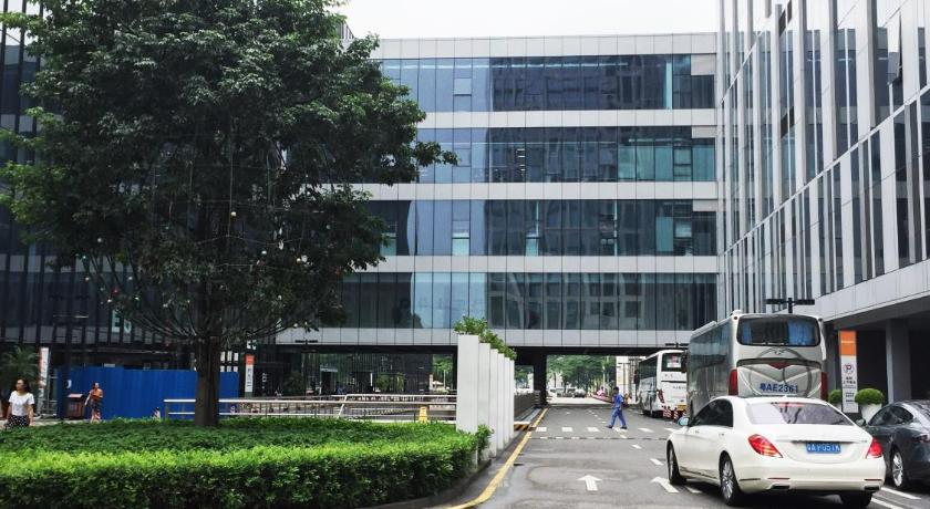 Checkinn International Apartment (GuangZhou PaZhou Poly World Trade Branch)
