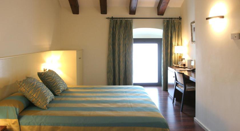 Hotel Castell de L'Oliver 18