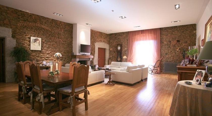 Hotel Castell de L'Oliver 6