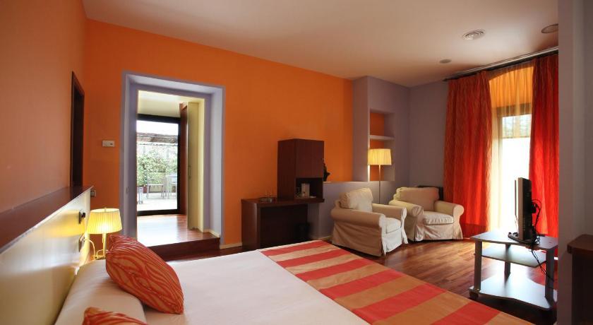 Hotel Castell de L'Oliver 9