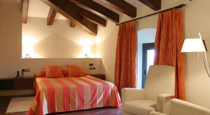 Hotel Castell de L'Oliver 14