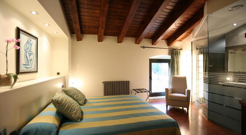 Hotel Castell de L'Oliver 13