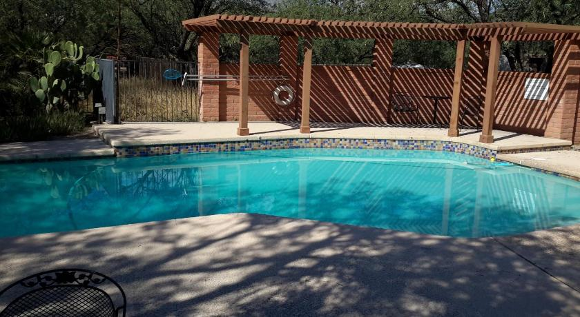 Pool Desert Trails Bed & Breakfast