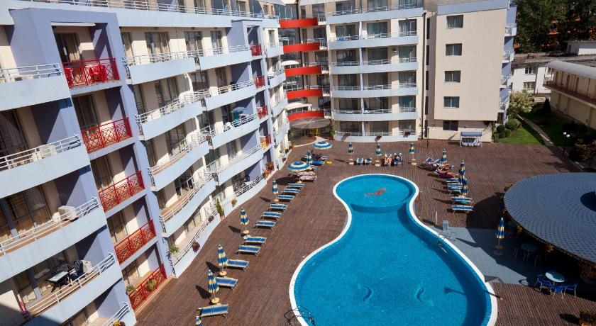 Swimming pool Apartments in Complex Central Plaza
