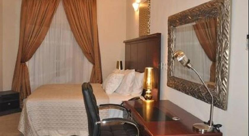 Superior King Room - Guestroom Duchess Villa Grand Hotel