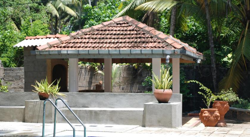 Swimming pool Kia Ora Beach Bungalow
