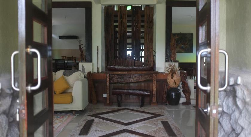 Lobby Sepat Village House by the Beach