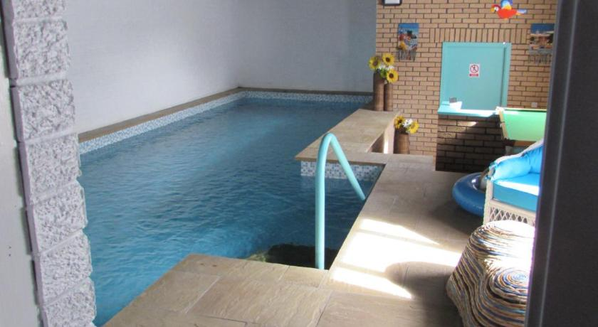 Swimming pool Kalliope House B&B