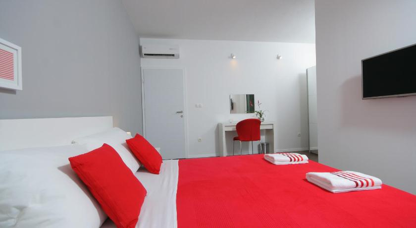 Deluxe Double Room - Guestroom Charm Apartments And Rooms