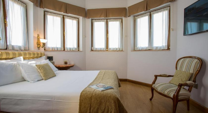 Ayre Hotel Alfonso I I-7299359
