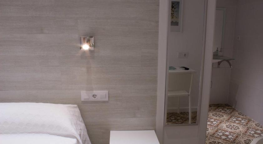Single Room - Disability Access with Private Bathroom - Seng Hostal Nova Barcelona