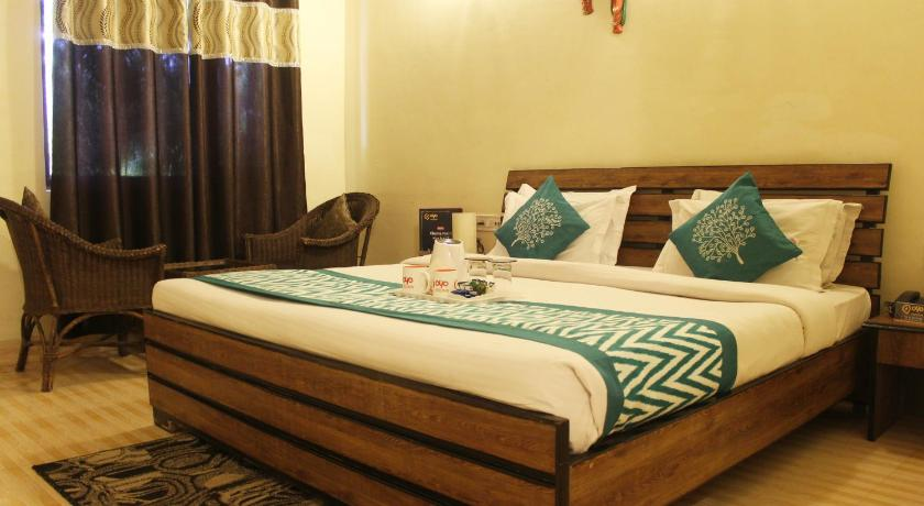 Deluxe Double or Twin Room OYO Premium Corbett Near BailParao