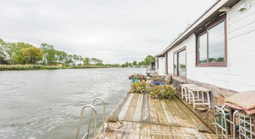 Romantic Houseboat Weesp