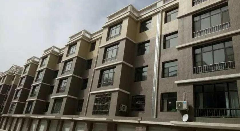 شقة من 3 غرف (Three-Bedroom Apartment)