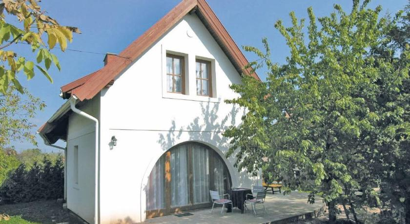 Vairāk par Holiday home Korsó U.-Balatonalmádi