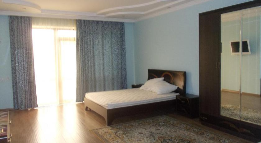 Deluxe Double Room with Shower - Guestroom Elephant Guest House