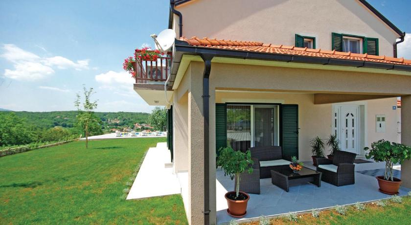 Holiday home Zmijavci with Outdoor Swimming Pool 315
