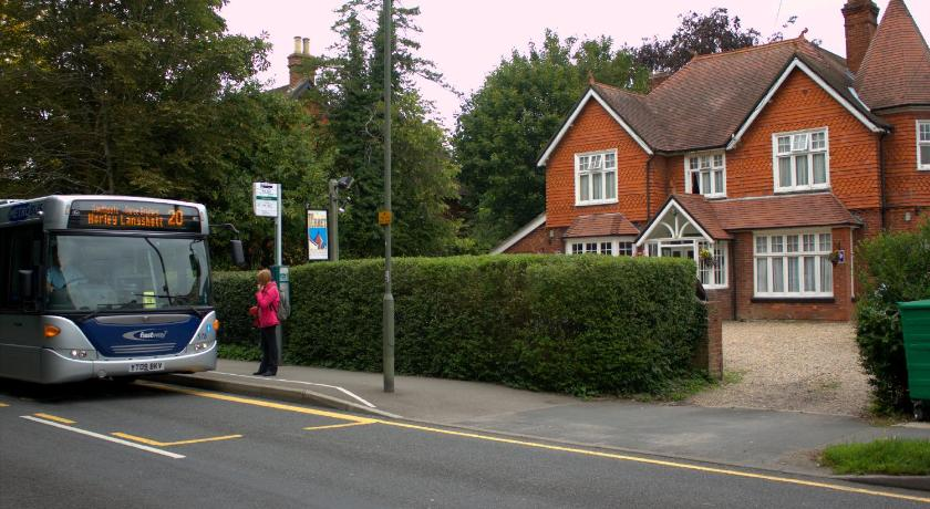 Gatwick Turret Guest House 48 Massetts Road Horley