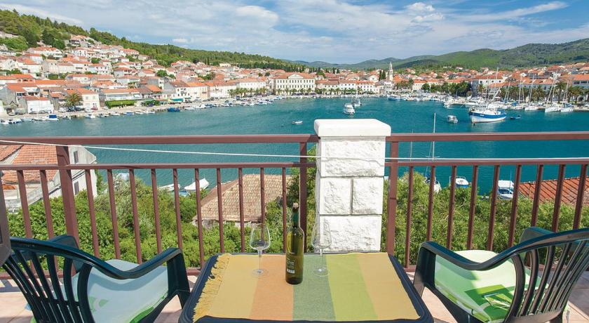 One-Bedroom Apartment Vela Luka with Sea view 03