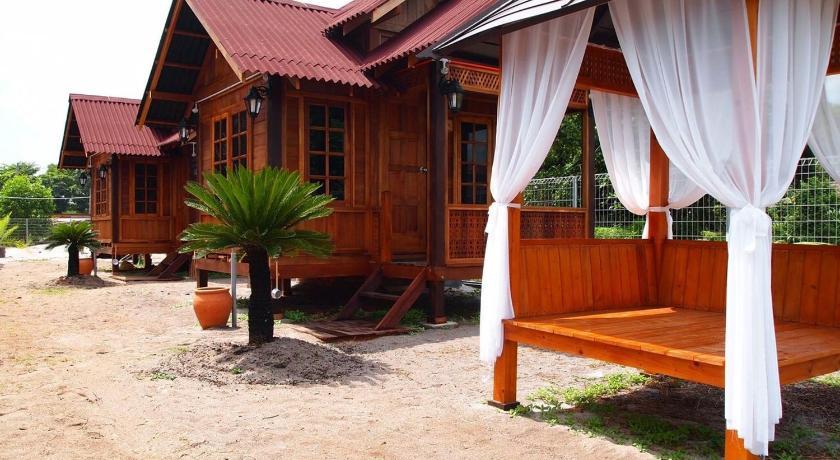 Desa Damai Chalet Lot 1681 Batu 22 1 2 Kampung Hailam Pengkalan Balak