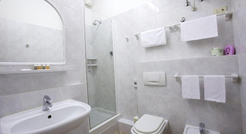 Standard Double or Twin Room with Balcony - Bathroom Hotel Frate Sole